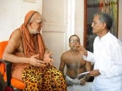 Sri Jayendra Saraswati Swamigal with HJS's Shivaji Vatkat