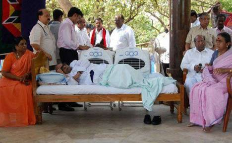 Tamil Nadu chief minister M. Karunanidhi on a 4 hour fast (between breakfast and lunch).