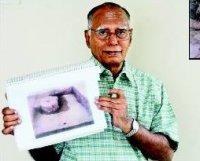 Dr. R. Nagaswamy with Ayodhya Hindu artefact photo.