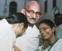 Gandhi with Manu & Abha