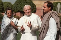 Pope John Paul II with Rajiv & Sonia Gandhi in New Delhi in 1986.