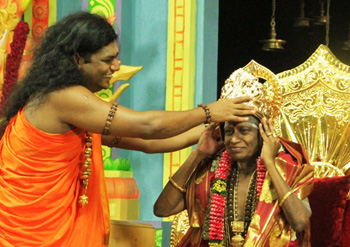 Nithyananda crowns his new guruji the Madurai Paramacharya.