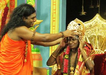 Nithyananda crowns his new guruji the Madurai Paramacharya.