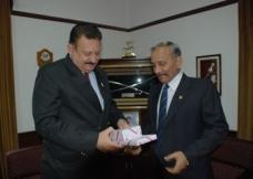 Lt-Gen Tejinder Singh (L)