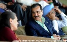 Yousuf Raza Gilani, Manmohan Singh & Sonia Gandhi.