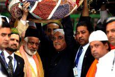 Zardari at the dargarh of Mu'īnuddīn Chishtī