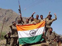 Indian soldiers with tri-colour in Kargil