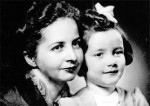 Bose's daughter Anita with her mother Emilie Schenkl.