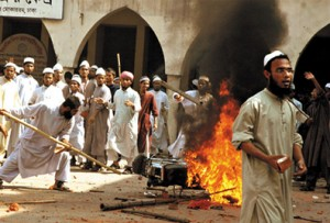 Bangladesh Muslims on the rampage.