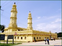 Jama Masjid in Srirangapatnam: Built on the ruins of a destroyed Shiva temple.