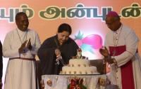 TN CM Jayalalithaa with Protestant and Catholic Tamil bishops