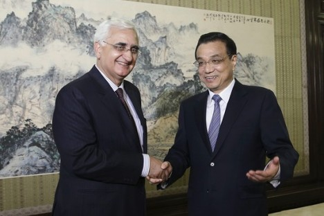 Chinese PM Li Keqiang & Indian Foreign Minister Salman Khurshid in Beijing.