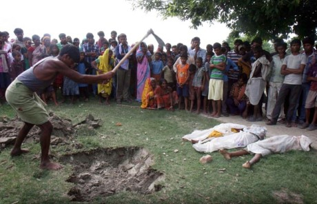 Dead school children are buried in the school yard itself as a protest against the Bihar government.