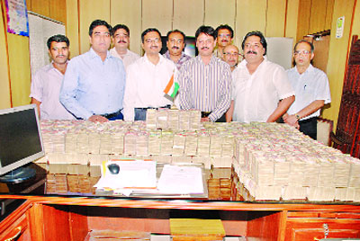 Rs 9.3 Crores: Money confiscated from a New Delhi hawala agent.