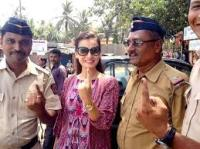 Dia Mirza with Khar policemen after voting.