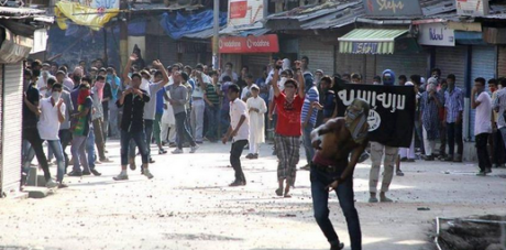 ISIS flags and stone throwing in Kashmir