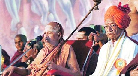 Kanchi Acharya Jayendra Saraswati Swamigal and VHP's Ashok Singhal