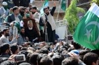 Syed Ali Shah Geelani & Pak Flag