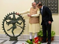 Indian Prime Minister Narendra Modi talks with Australian Prime Minister Tony Abbott about the 11th century Nataraja idol returned by Australia on 4th September 2014.