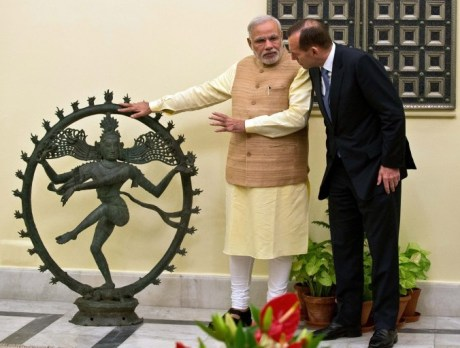 Indian Prime Minister Narendra Modi gestures while talking with Australian Prime Minister Tony Abbott about the returned Nataraja idol, New Delhi, September 5, 2014.