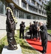 Narendra Modi salutes Sri Aurobindo at UNESCO HQ in Paris