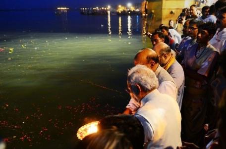Modi does Ganga Puja (May 17, 2014)