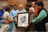 Narendra Modi with Bose family in New Delhi (14 Oct 2015)
