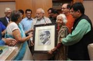 Narendra Modi with Bose family in New Delhi (14 Oct 2015)