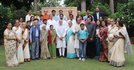 Modi with Bose family in New Delhi (14 Oct 2015)