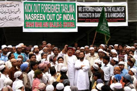 Shahi Imam protests against Taslima Nasrin in Delhi