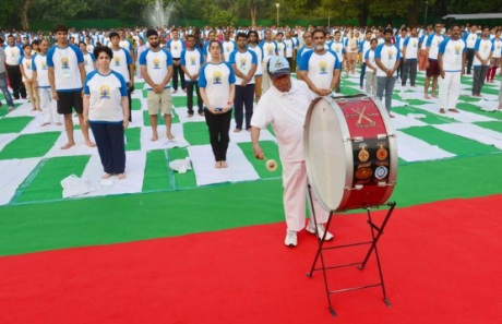 President Pranab Mukherjee inaugurates Yoga Day at Rashtrapati Bhavan, New Delhi, 21 June 2016