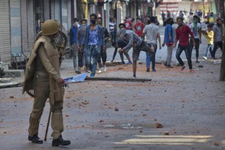 Stone throwers in Srinagar July 2016