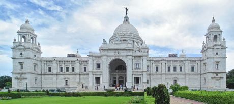 Victoria Memorial, Kolkata, with the Angel of Victory atop its dome.
