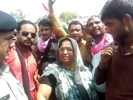 Shakuntala Khatik instigates mob to burn down police station