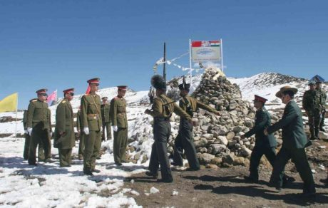 Indian and Chinese soldiers face off on the Doklam Plateau (Bhutan)