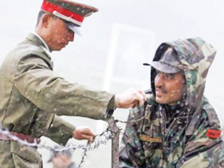 Indian & Chinese soldiers at Doklam