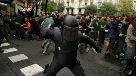 Spanish riot police attack Catalan voters
