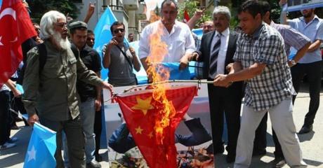 Uighurs living in Turkey burn a Chinese flag