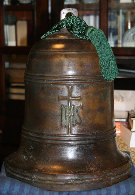 Japanese bell with Jesuit Christian inscription (1570)