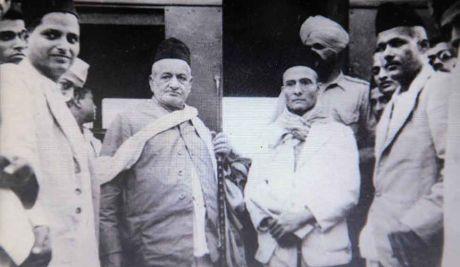 Godse (extreme left) and Sarvakar (center)