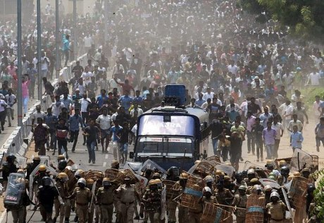 Anti-Sterlite Protesters and Police in Thoothukudi