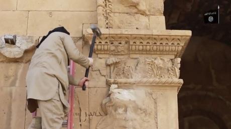 ISIS destroys Palmyra