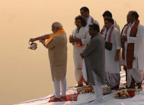 PM Modi Ganga Aarti (Nov 8, 2014)