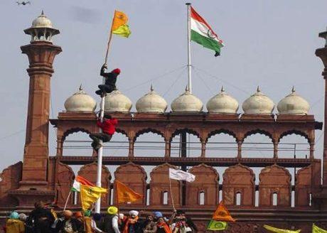 Rioters raise Sikh flag at Delhi's Red Fort (Jan. 26, 2021).