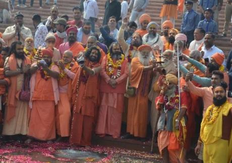 Sadhus performing Yamuna arati in Vrindavan