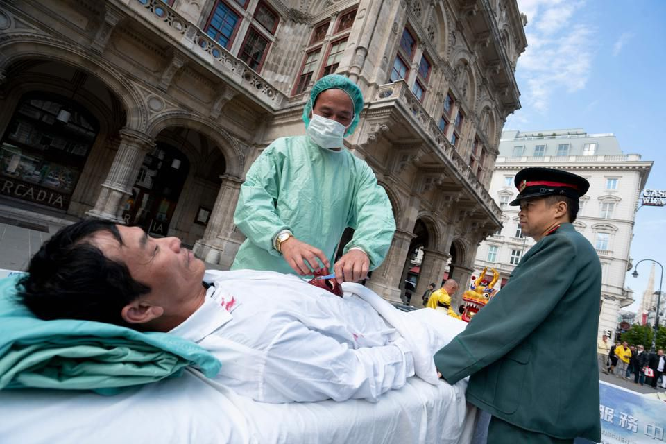 Organ harvesting on a street in China