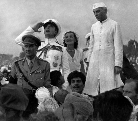 British Governor-General Lord Mountbatten gestures alongside Lady Edwina Mountbatten and Indian Prime Minister Jawaharlal Nehru as they witness the raising of the Indian tricolour for the first time at India Gate in New Delhi on 15 August 1947.